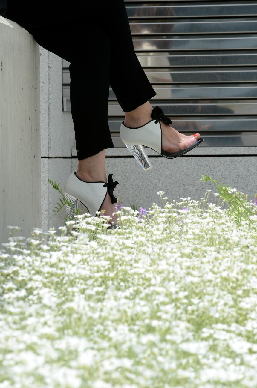 Sandalias abotinadas para un outfit sofisticado