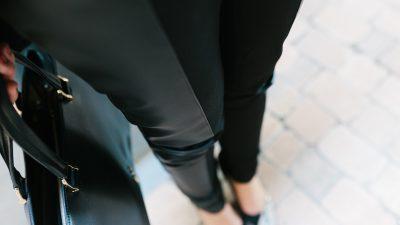 Pantalones de cuero para un estilo rock y chic
