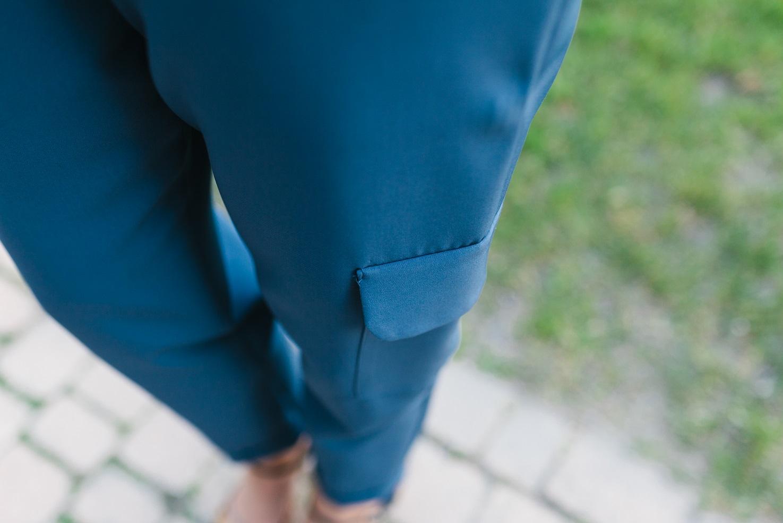 Pantalones cargo en Azul & print