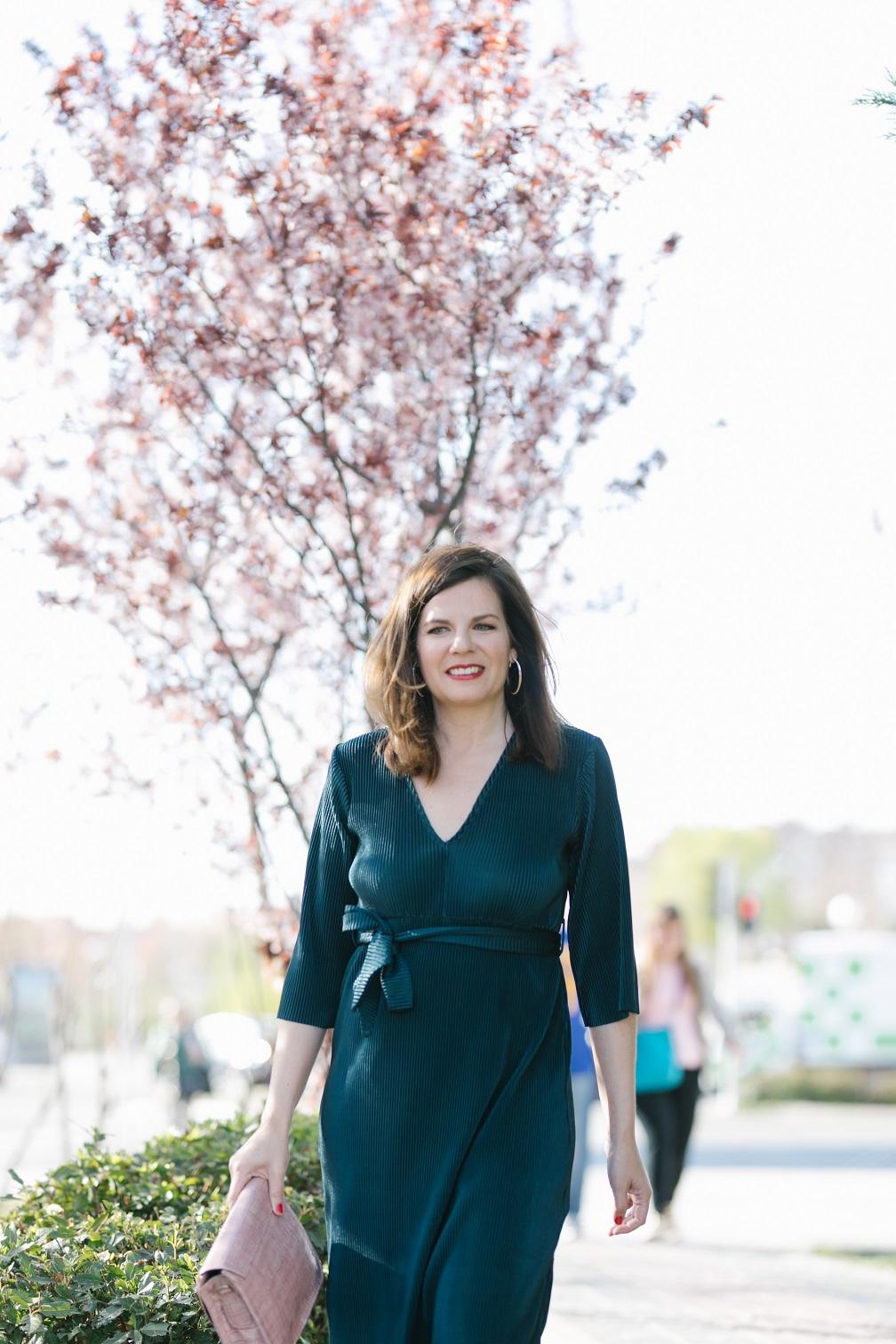 El vestido, un básico de armario para el trabajo en primavera