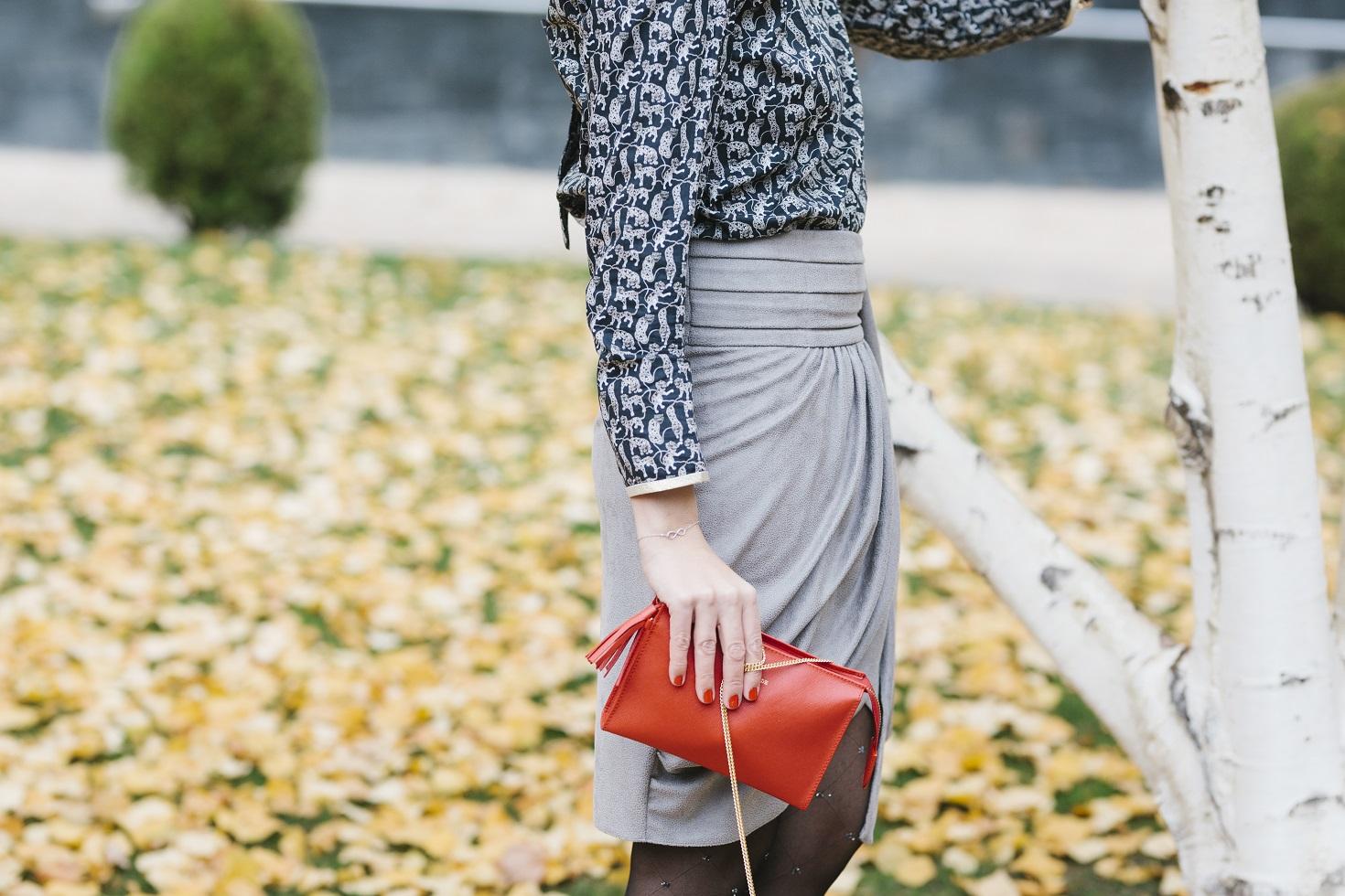 Falda, camisa y stilettos para un estilo working femenino