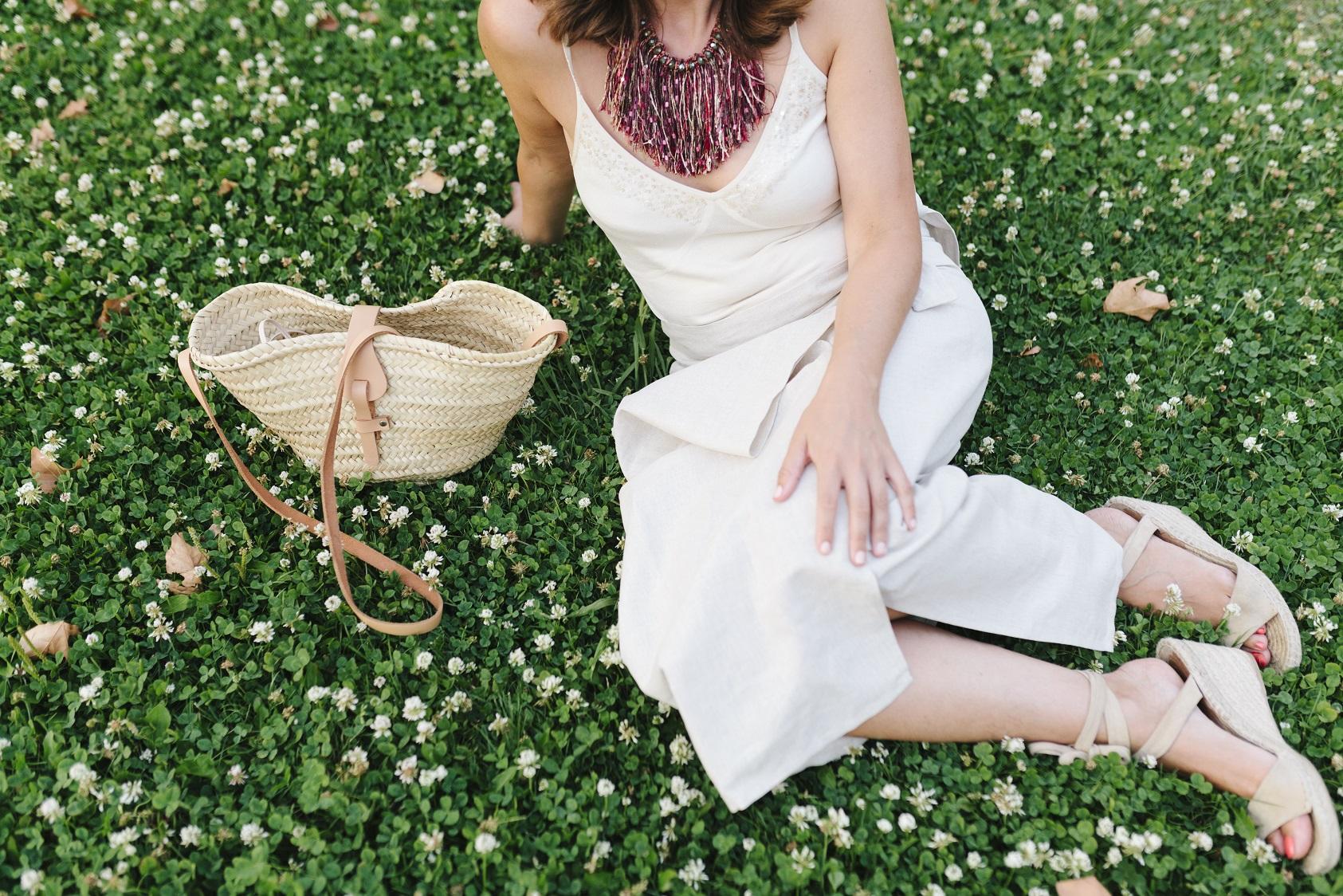 Una falda pareo para un outfit relajado de verano
